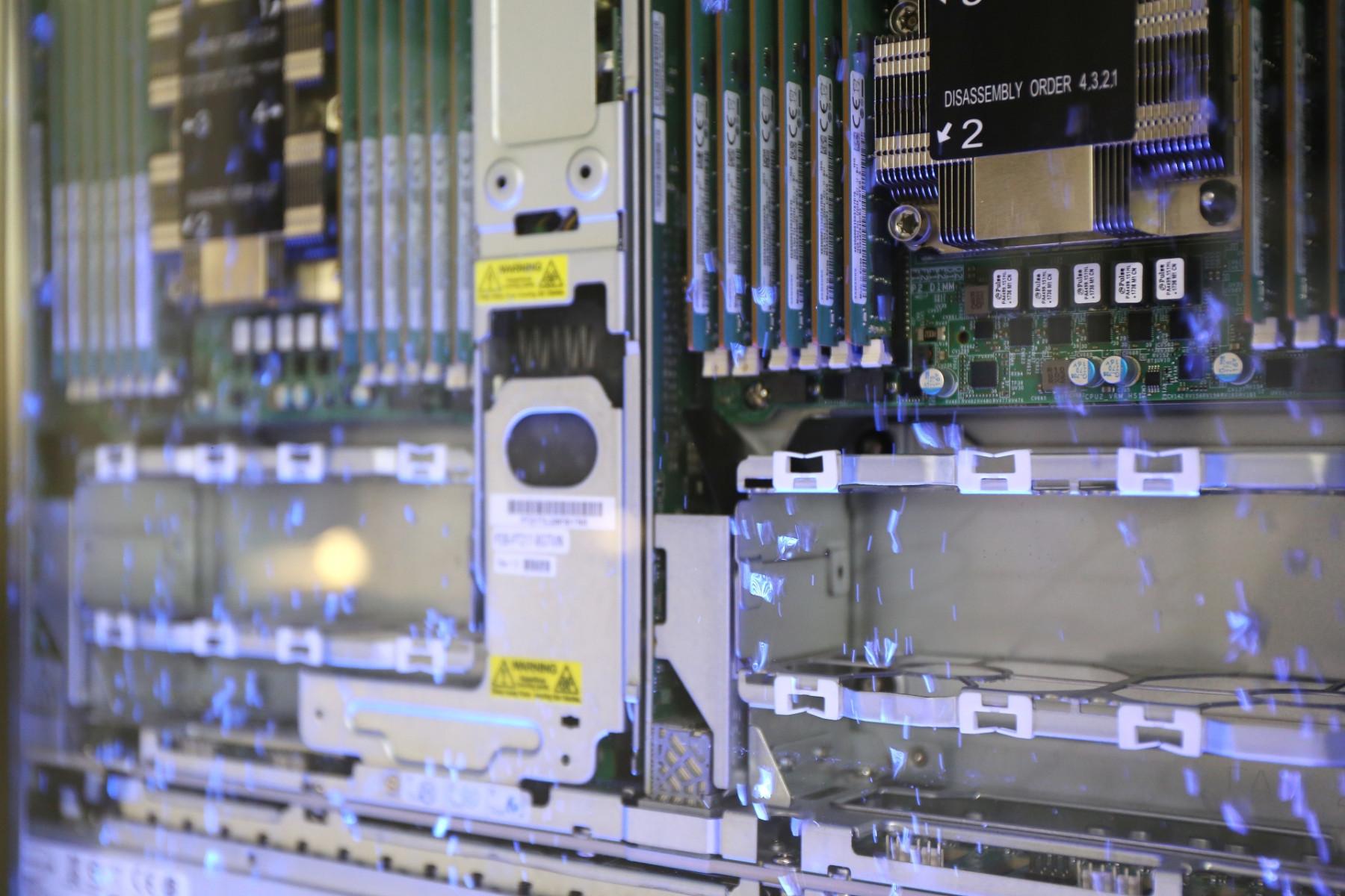 採用浸沒式冷卻技術 使機房PUE大幅降低